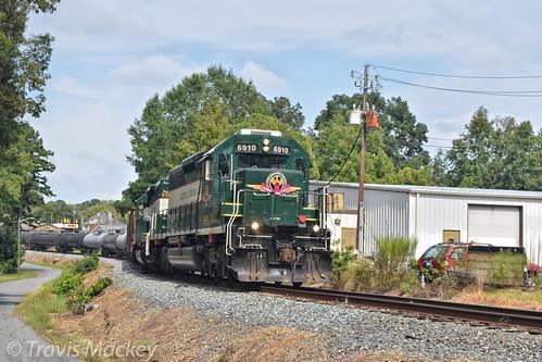 300 acwr star nc sd403 train railroad locomotive road trees grass sky power pole
