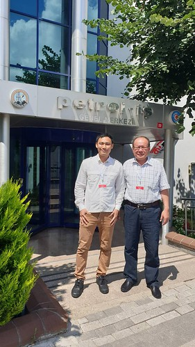 圖06.台灣代表團於土耳其化學能源工會總會大樓前留影