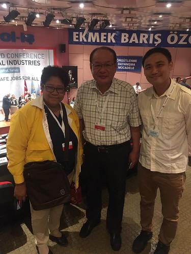 圖09.與泰國國家製藥組織工會理事長Araya女士合影