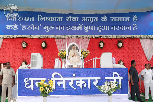Her Holiness blessing the Sewadal