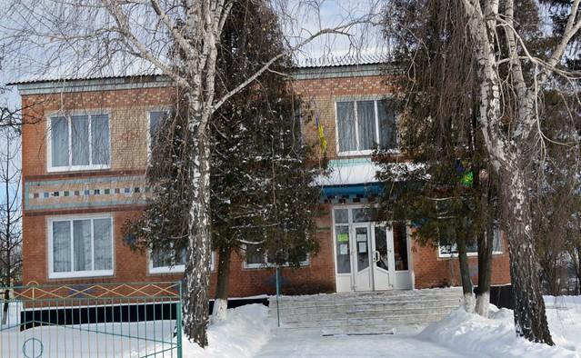 Плужненська  публічна сільська бібліотека для дорослих