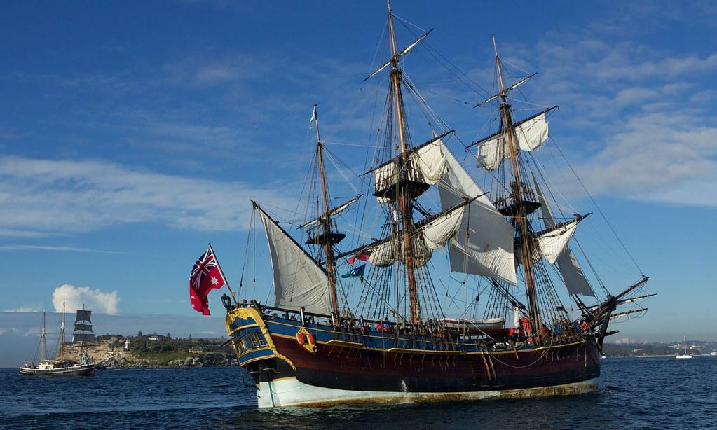 為慶祝庫克船長登陸250週年,紐西蘭政府複製當年他乘坐的「奮進號」並計畫繞行該國一周。(圖片來源:The Sydney Morning Herald)