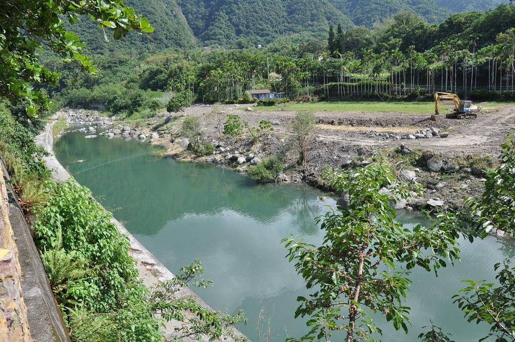 第九河川局將河岸旁的農地收購後,要「還地於河」。孫文臨攝