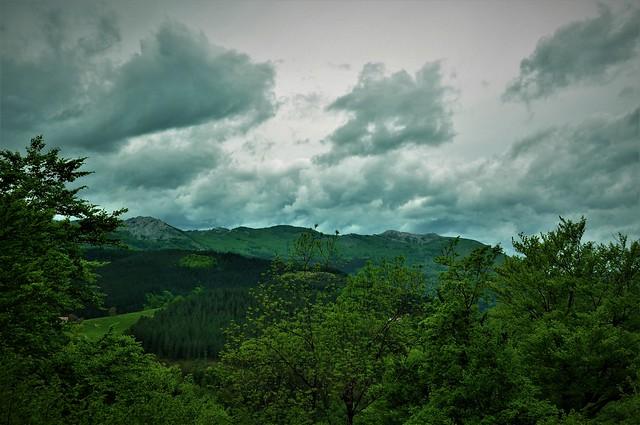 Unas nubecillas con mucho verde