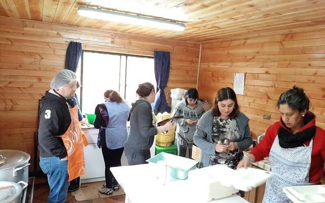1° básico A y 2° año de Catequesis colaboran en Comedores Solidarios