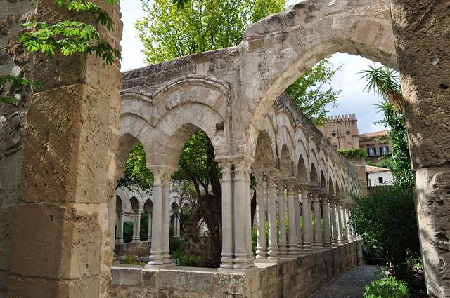 Cloître arabo-normand, St Jean des Ermites (1136), via Benedettini, Palerme, Sicile, Italie.