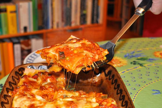 Vegetarische Gemüse-Lasagne mit Mozzarella --- Foto: Brigitte Stolle