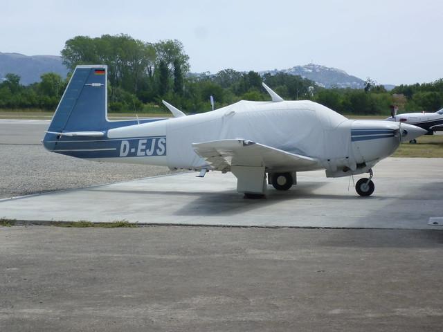 Mooney M 20 en el aerodromo de Empuriabrava
