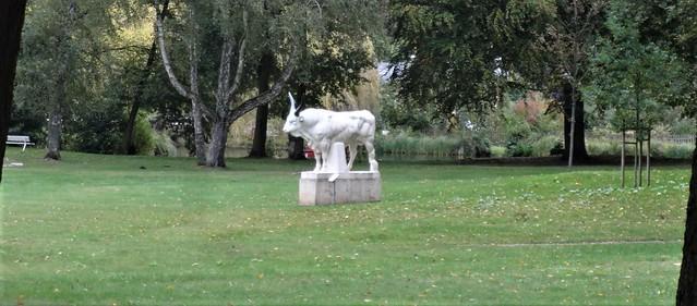 1909 Bad Freienwalde Stier von Louis Tuaillon Carrara-Marmor im Kurpark Gesundbrunnenstraße in 16259