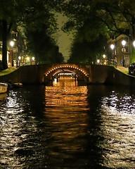 Navegación nocturna por los canales de #amsterdam :heart_eyes: #nederland #klm100 #canon6d