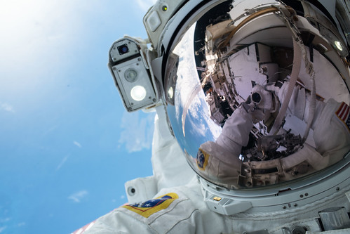 "NASA astronaut Andrew Morgan takes an out-of-this-world ""space-selfie"" 