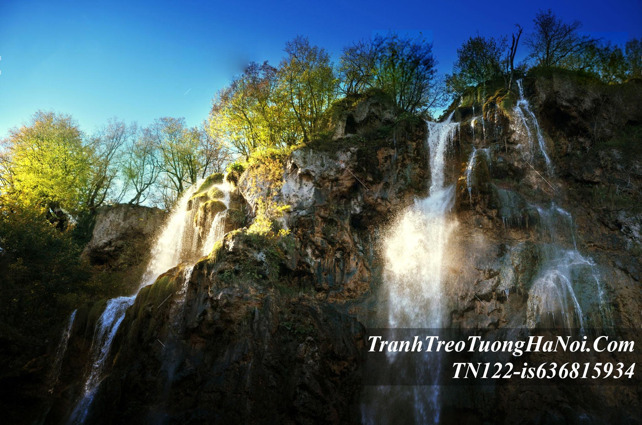Thac nuoc do dep mat tu tren cao xuong amia TN122-is636815934-Croatia