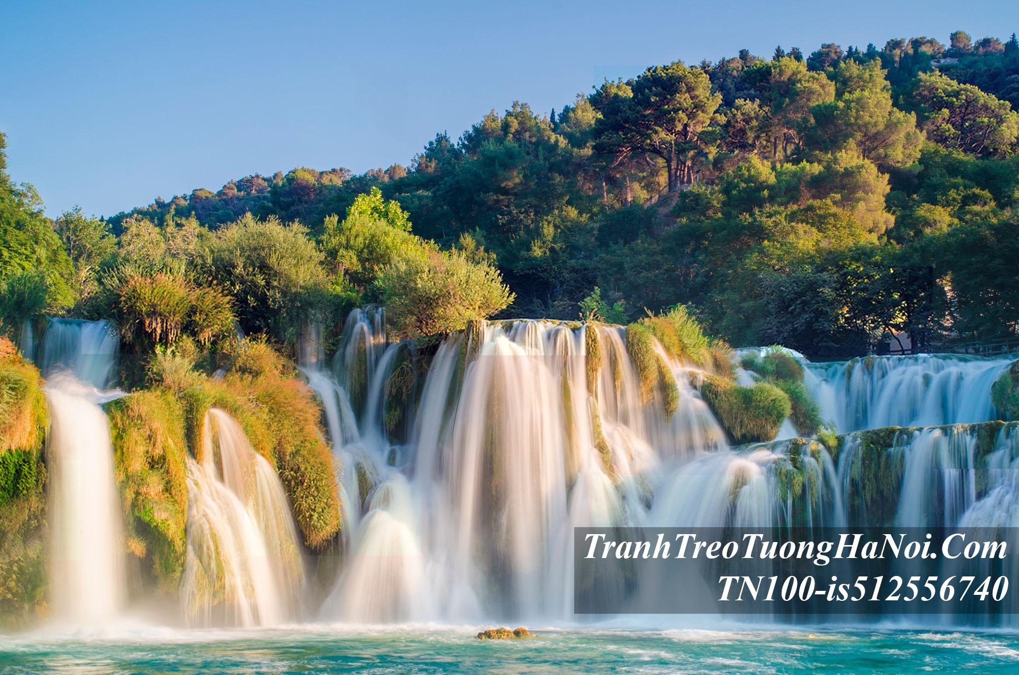 Tranh thac nuoc dep do tu tren cao xuong TN100-is512556740
