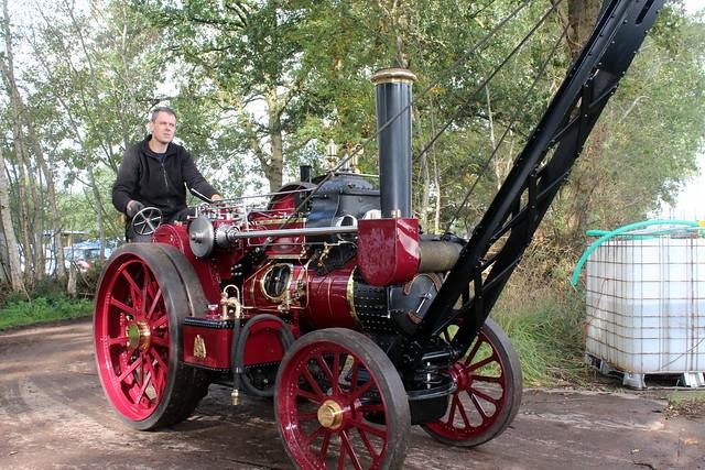 Halfsize Fowler B6 steam crane engine