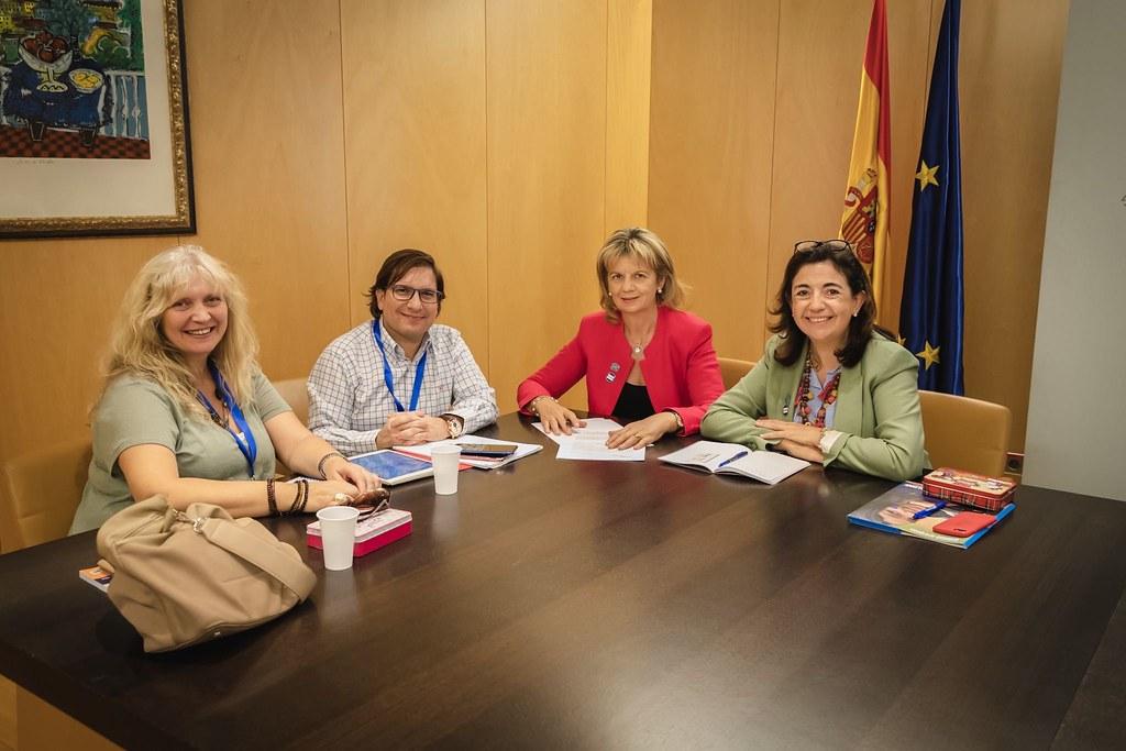 Sandra Moneo y Elvira Velasco se reúnen con la Fundación Audiovisual para la Normalización Social