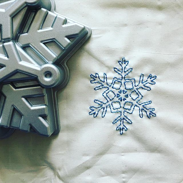Another bundt bag because we're special snowflakes. ❄️❄️❄️ But that doesn't mean we're ready for snow. #bundtbag #bundtbagfactory #nordicware