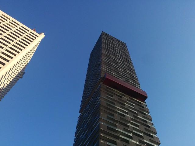 Looking up #toronto #yongeandeglinton #yongeeglintoncentre #econdos #skyscraper #blue #morning #sky