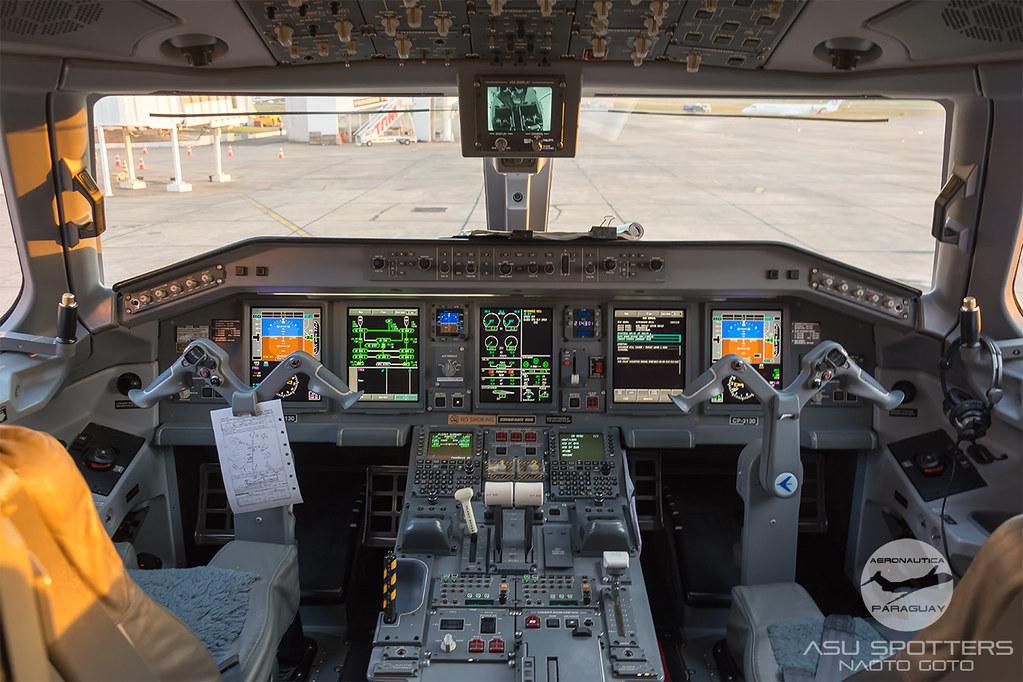 Cockpit del ERJ190 de Amaszonas Bolivia