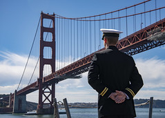 A Sailor mans the rails aboard USS Somerset (LPD 25) as the amphibious transport dock ship arrives in San Francisco, Oct. 6. (U.S. Navy/MC1 Peter Burghart)