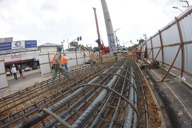 Complexo viário do Manoa recebe instalação de pilares
