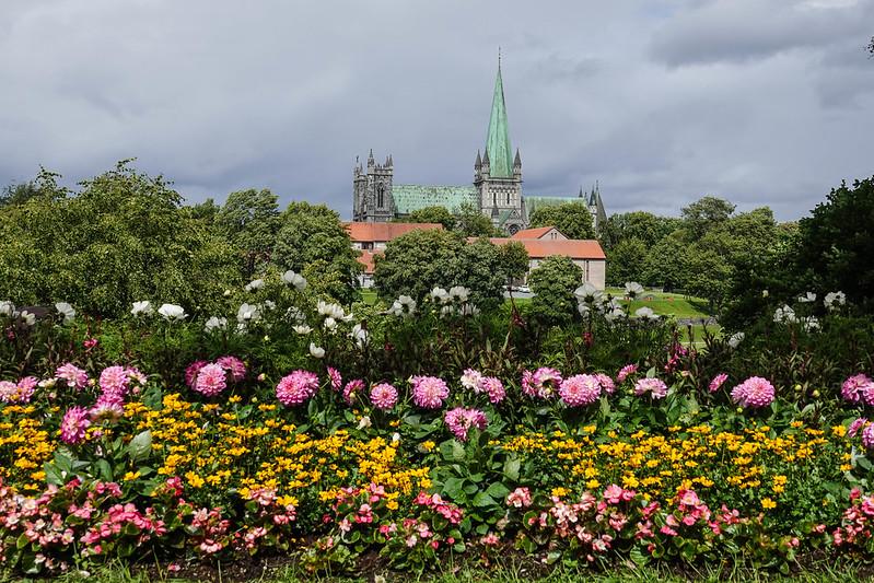 Nidaros Domkirke with flowers