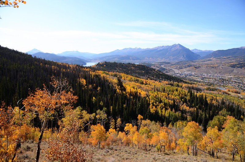 Looking down Silverthorn、Dillon Reservoir & Tenmile Range、Gore Range from Ptarmigan Peak Trail near 9,843 ft (10)