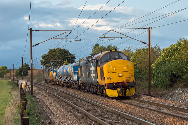 37403 Stowmarket 08/10/19 - At the forth attempt, I finally captured a RHTT working in sun (and only just at that!) during 2019. The Large Logo paring of 37403 and 37424 coast down the bank from Haughley Junction with 6Z86 Dereham to Stowmarket run.