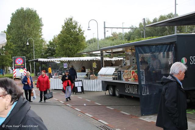 """Nieuwe locatie markt Heist """" Stationplein en Invalidenlaan goed onthaalt"""