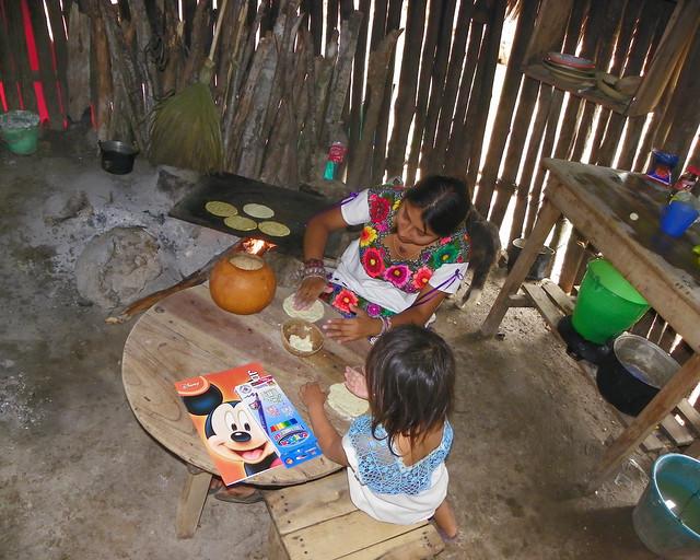 Interior de una aldea maya en Riviera Maya