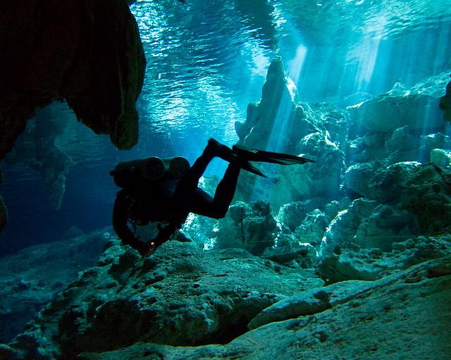 Cenote Dos Ojos, de los sitios más espectaculares que visitar en Riviera Maya