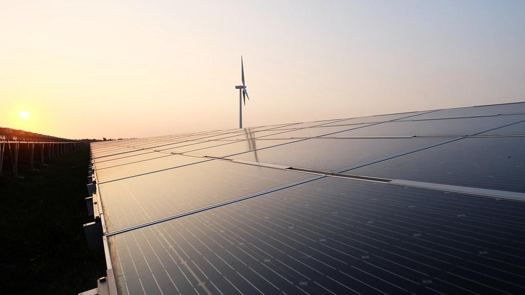 彰濱太陽光電場目前是全台最大地面型光電場。攝影:陳文姿。