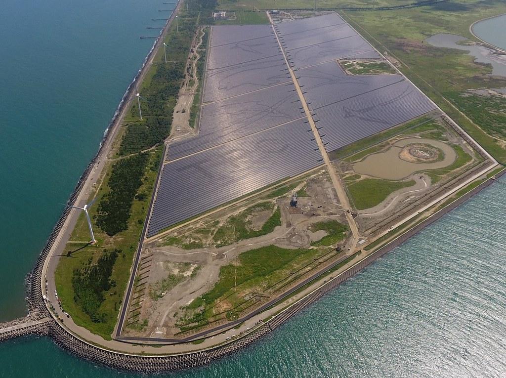 彰濱太陽光電場空拍圖。台電提供