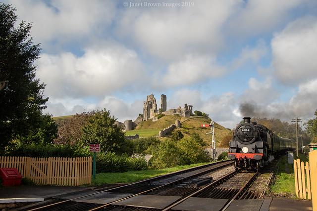2019 274-365 Approaching Corfe Castle Station