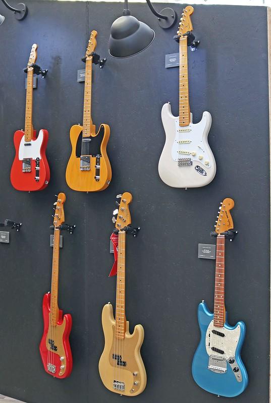 Fender (2)