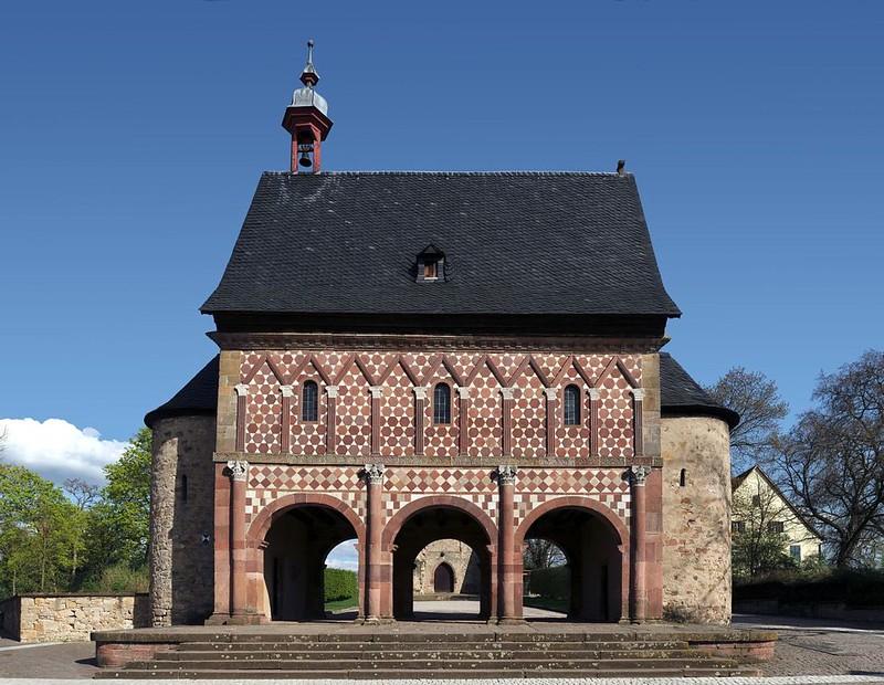 49 Надвратная часовня аббатства Лорш