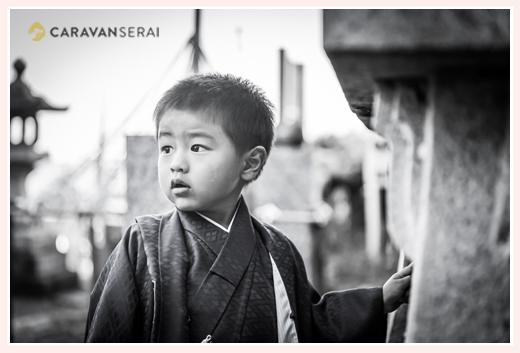 3歳の男の子の七五三写真 ロケーション撮影 モノクロ