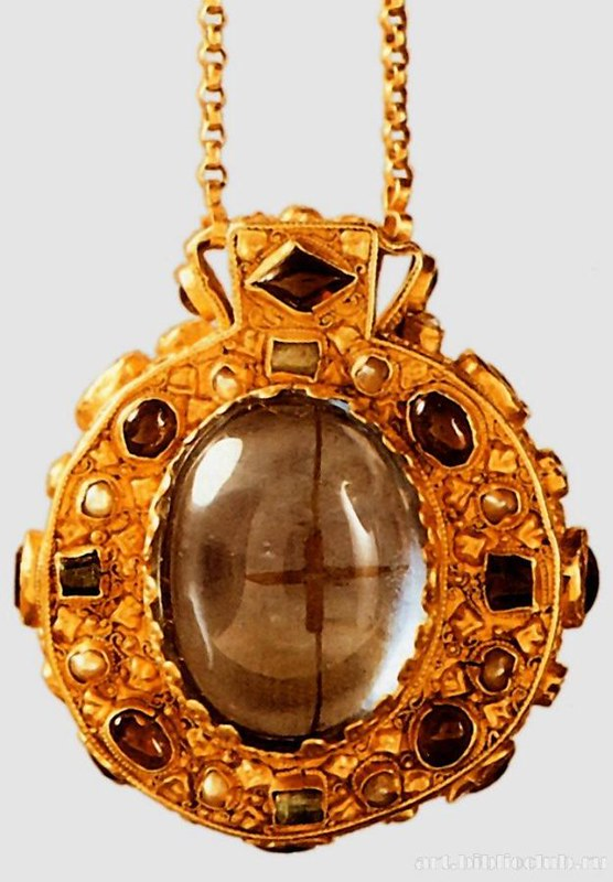 44 Реликварий времен Карла Великого IX в.