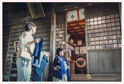 神前神社(県社)で七五三 予約したご祈祷場へ向かう 愛知県半田市
