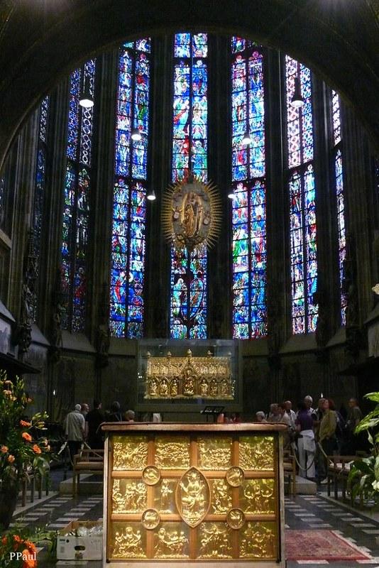 08 Хор Аахенской капеллы с  Золотым престолом