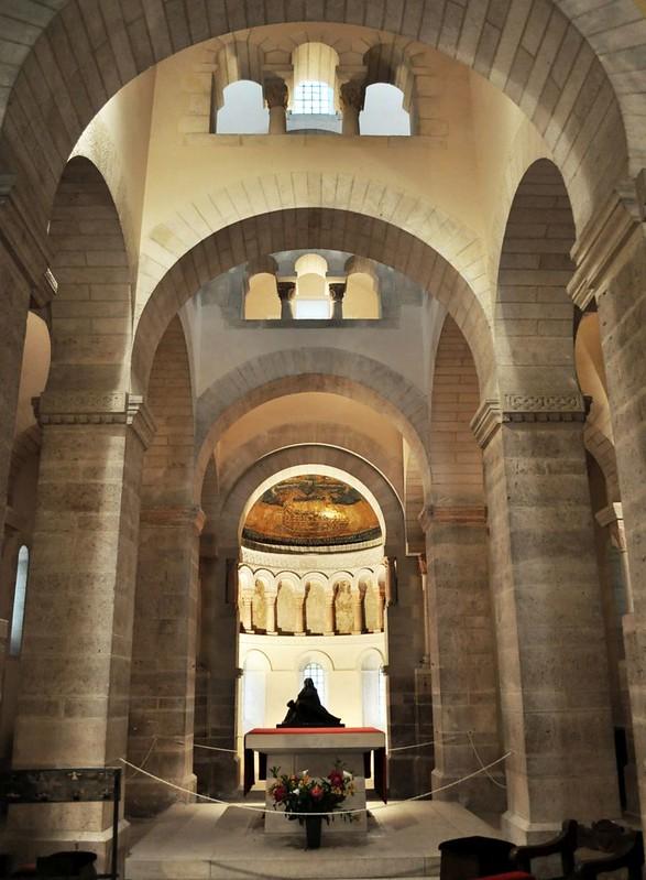 46 Церковь в Жерминьи-де-Пре. Интерьер. нач. IX в.