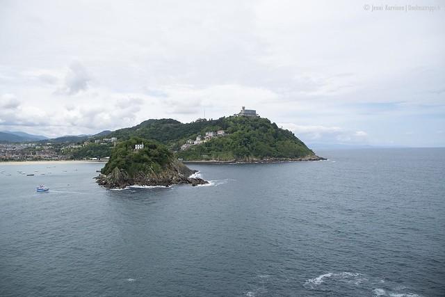 Merimaisemaa Castillo de la Motalle johtavan kävelypolun varrelta