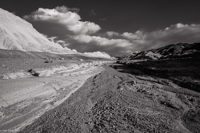DEEP INTO THE TWENTY MULE TEAM CANYON :::: Death Valley