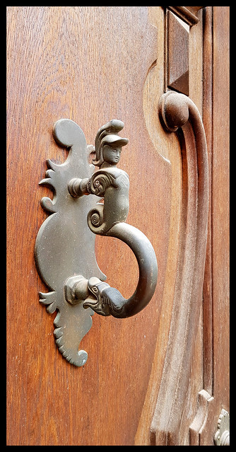 - fish doorknocker -