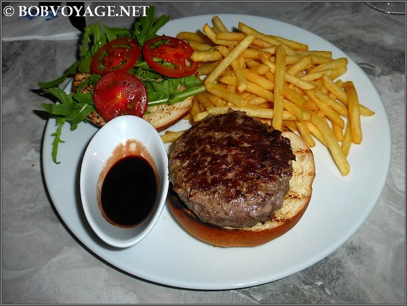 המבורגר ב-סרפינה תל אביב ( Serafina TLV )