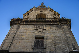 Mirando al campanario de la iglesia de San Pedro