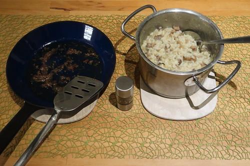 Sizilianisches Reisgericht mit Maronen und Sardellen (servierbereit)