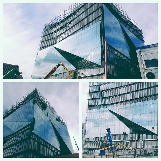 'The Cube', Washingtonplatz  am Hauptbahnhof an der Spree