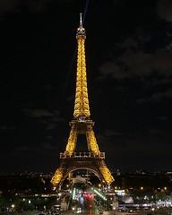 Esta será la primera vez qué pasó por Paris y no la subiré. En 1995 cuando la subí por las escaleras llamé a mi vieja llorando. Era la meta de ese primer viaje. Luego siempre que volví la subí incluyendo la luna de miel con @flavu y en el primer viaje eur