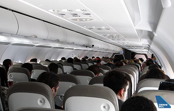 JetSMART A320neo interior (RD)