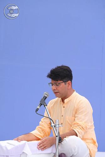 Rakesh Mutreja reciting Sampuran Hardev Bani